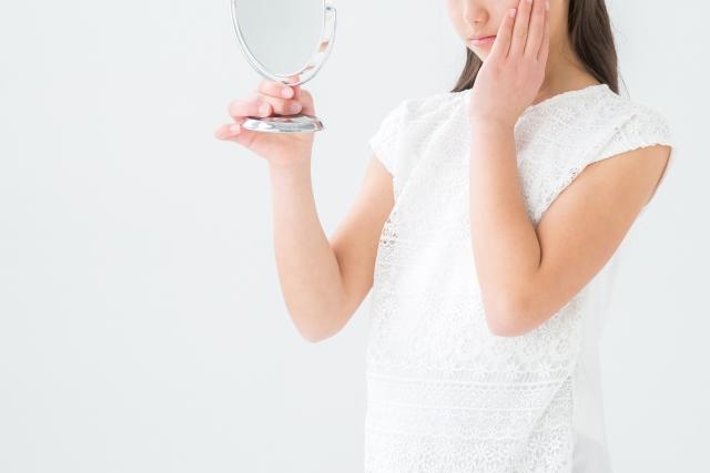 近年ではPM2.5による肌荒れやレーザー治療が増えた事により、肌を鎮静させる、 敏感肌用、肌に優しい処方が韓国スキンケアでも主流